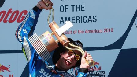 Pembalap Suzuki, Alex Rins memenangkan gelar juara pertamanya di MotoGP Amerika Serikat, Senin (15/04/19) dini hari WIB, di Circuit of the Americas, Austin.