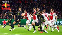 Indosport - Penyerang Juventus, Cristiano Ronaldo beraksi di area penalti pada leg pertama Perempat Final Liga Champions UEFA antara Ajax vs Juventus di Johan Cruyff Arena (10/04/2019) di Amsterdam, Belanda. Foto: Chris Brunskill/Fantasista/Getty Images