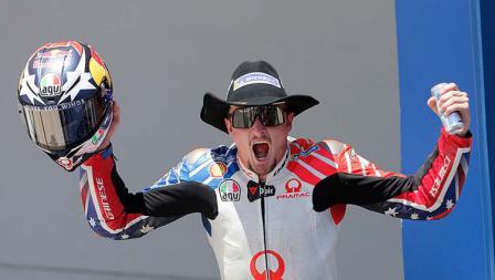 Ekspresi Jack Miller usai memastikan satu posisi di podium MotoGP Amerika, Senin (15/04/19). Foto: Chris Covatta/Getty Images