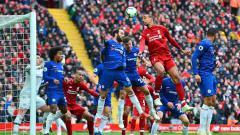 Indosport - Pemain Liverpool, Fabinho melakukan sundulan di kotak penalti pada Liga Premier antara Liverpool vs Chelsea di Anfield (14-04-2019) di Liverpool, Inggris. Foto: Richard Martin-Roberts/CameraSport via Getty Images