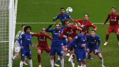 Indosport - Duel antar pemain Liverpool dan Chelsea di Anfield dalam lanjutan pakan ke-34 Liga Primer Inggris 2018/19.