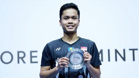 Anthony Sinisuka Ginting menjadi runner up di Singapore Open 2019 usai kalah dari Kento Momota, Minggu (14/04/19). - INDOSPORT