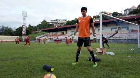 Kiper Persidago Gorontalo, Mario Fabio Londok yang didatangkan oleh tim Persipura Jayapura untuk menjalani trial - INDOSPORT