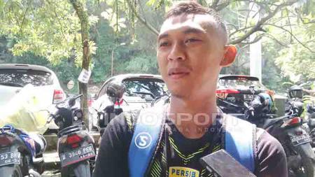 Gelandang Persib, Abdul Aziz seusai berlatih di Lapangan Saraga ITB, Kota Bandung beberapa waktu lalu. - INDOSPORT