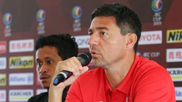 Darije Kalezic dalam jumpa pers jelang melawan Kaya FC