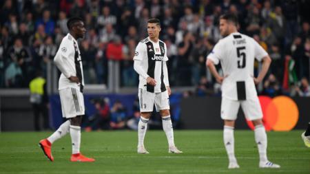 Cristiano Ronaldo dan rekan-rekannya saat melawan Ajax Amsterdam. - INDOSPORT