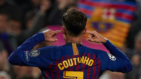 Gaya selebrasi Philippe Coutinho dalam laga Liga Champions: Barcelona vs Manchester United di Camp Nou, Rabu (17/04/19). - INDOSPORT