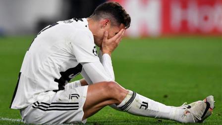 Ekspresi pemain megabintang Juventus, Cristiano Ronaldo usai laga menghadapi Ajax Amsterdam.