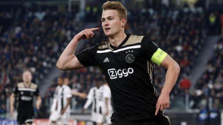 De Light Saat melakukan selebrasi usai memenangi laga melawan Juventus.