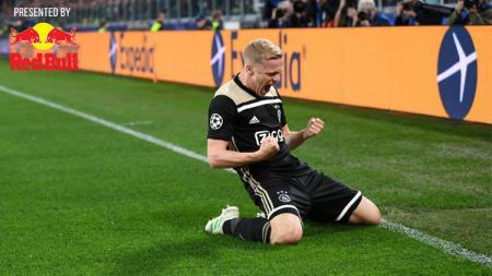 Selebrasi Donny van de Beek usai cetak gol ke gawang Juventus. - INDOSPORT