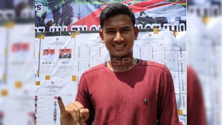 Bek Bali United, Haudi Abdillah, menggunakan hak suaranya di Semarang. - INDOSPORT
