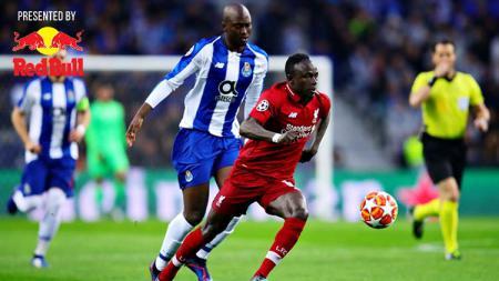 Pemain Liverpool, Sadio Mane saat dibayang-bayangi pemain FC Porto. Foto: Chris Brunskill/Fantasista/Getty Images - INDOSPORT