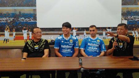 Manajemen Persib kenalkan Achmad Jufrianto dan Artur Gevorkyan. Foto: Arif Rahman/INDOSPORT - INDOSPORT