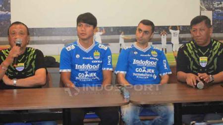 Manajemen Persib Bandung kenalkan pemain baru mereka Achmad Jufrianto dan Artur Gevorkyan, Kamis (18/04/19). Arif Rahman/INDOSPORT - INDOSPORT