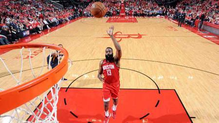 James Harden, bintang klub NBA, Houston Rockets, sukses menyamai rekor Stephen Curry. - INDOSPORT