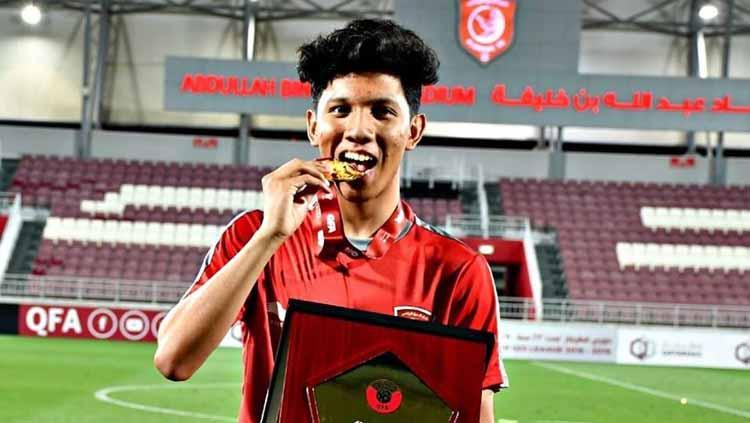 Pemain asal Indonesia Khuwailid Mustafa berselebrasi usai menjuarai Liga Qatar U-23 bersama Al-Duhail di Stadion Abdullah bin Khalifa. Copyright: Facebook/Khuwailid Mustafa Ibrahim