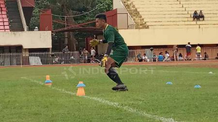 Kiper Persipura Jayapura U-20, Adzib Al Hakim saat menjalani trial bersama tim Persipura senior berapa waktu lalu. - INDOSPORT