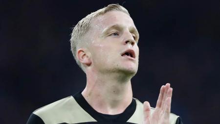 Manchester United sedang menyusun strategi untuk membajak bintang muda Ajax Amsterdam, Donny van de Beek, yang juga diminati oleh Real Madrid. - INDOSPORT