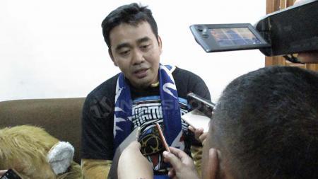 Kukuh Sanyoto, sosok dibalik maskot tim Singo Edan - INDOSPORT
