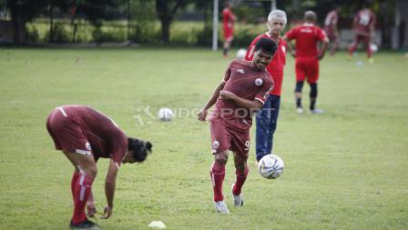 Heri Susanto saat mengikuti latihan Persija Jakarta jelang laga keempat AFC Cup 2019 melawan Ceres Negros di Lapangan PSAU TNI Angkatan Udara, Halim, Jumat (19/04/19). Herry Ibrahim/INDOSPORT