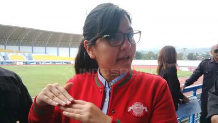 Keputusan mantan sekretaris Jenderal PSSI, Ratu Tisha untuk bergabung dengan manajemen Perserang Serang mendapat sambutan positif dari netizen. - INDOSPORT