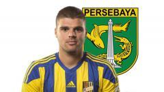 Indosport - Antonio Asanovic dan logo Persebaya Surabaya.