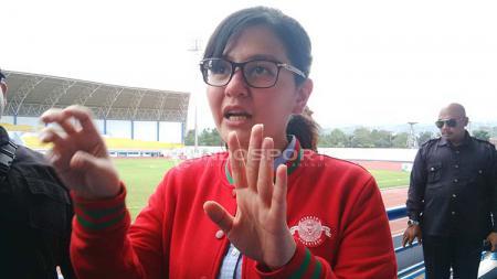Sekjen PSSI, Ratu Tisha saat menghadiri pembukaan Elite Pro Academy Liga 1 Indonesia U-16 musim 2019 di Stadion SPOrT Jabar Arcamanik, Kota Bandung, Jumat (19/04/2019). Foto: Arif Rahman/INDOSPORT - INDOSPORT