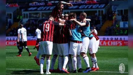 Para pemain merayakan gol saat pertandingan Parma Calcio 1913 vs AC Milan di Serie A Italia, Sabtu (20/04/19). - INDOSPORT
