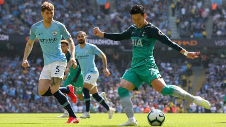 Son Heung-min mencoba mencetak gol pada laga Liga Primer Inggris antara Manchester City dan Tottenham Hotspur (20/04/2019). - INDOSPORT