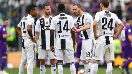 Fokus! Meski tengah unggul atas Fiorentina, Kapten Juventus, Leonardo Bonucci tampak meminta rekan setimnya agar tidak terlalu jemawa hingga laga usai.