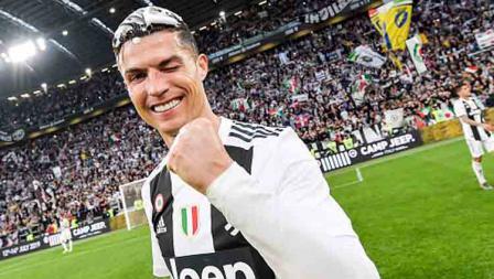 Setelah Portugal, Inggris, dan Spanyol, kini Cristiano Ronaldo berhasil meraih gelar juara liga domestik di Italia, fantastis.