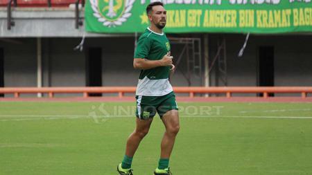 Damian Lizio sudah terlihat bergabung latihan di Stadion GBT, Minggu (21/4/19). Fitra Herdian//INDOSPORT - INDOSPORT