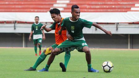 Pemain klub Liga 1 Persebaya, M Alwi Slamat mengaku kangen berat dengan rekan-rekannya. - INDOSPORT