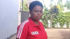 Indosport - Penina Nanlohy atau yang akrab disapa Mama Nopen, sang pelatih tinju wanita asal Papua.