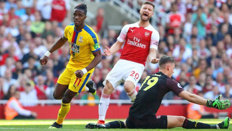 Wilfried Zaha mencetak gol ke gawang Arsenal, Minggu (21/04/19), di Emirates Stadium. Copyright: Warren Little/Getty Images