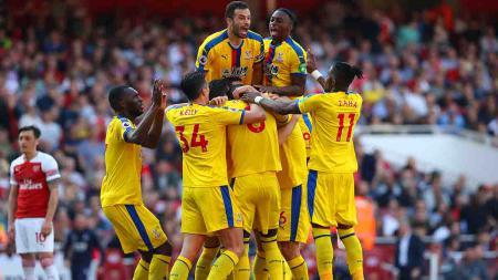 Selebrasi para pemain Crystal Palace usai memenangI laga melawan Arsenal dengan skor 3-2 di Emirates Stadium, Senin (21/4/19). Warren Little/Getty Images - INDOSPORT