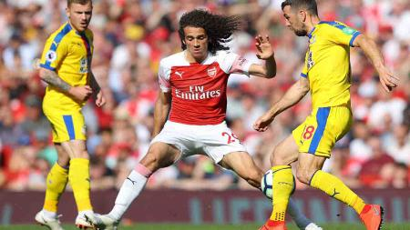 Gagal mendatangkan Houssem Aouar yang memilih bertahan di Lyon, Arsenal justru memilih membuang dua gelandangnya, yakni Lucas Torreira dan Matteo Guendouzi. - INDOSPORT