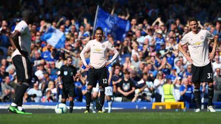 Pemain Man United tertunduk lesu tertinggal skor oleh Everton di Goodison Park, Senin (22/04/19). Alex Livesey/Getty Images - INDOSPORT