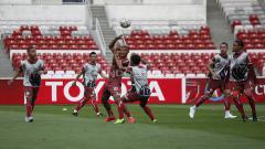 Indosport - Para pemain Persija Jakarta bermain bola tangan saat official training jelang AFC Cup melawan Ceres-Negros di stadion GBK Senayan, Jakarta, Senin (22/4/19). Foto: Herry ibrahim/INDOSPORT