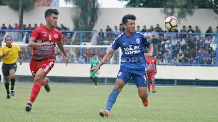 Striker Agi Pratama (kanan) saat mengikuti seleksi di PSIS Semarang jelang bergulirnya Liga 1 2018 silam. Foto: Ronald Seger Prabowo/INDOSPORT - INDOSPORT