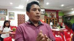 Indosport - Asisten manajer Persipura Jayapura, Bento Madubun. Sudjarwo/INDOSPORT.