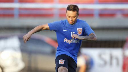 Gelandang Borneo FC, Dirga Lasut saat menjalani latihan. - INDOSPORT