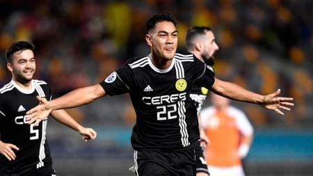 Kepindahan Omid Nazari dari Ceres Negros FC ke Persib Bandung tak luput dari perhatian penyerang klub Omiya Ardija, Robin Simovic. - INDOSPORT