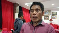 Indosport - Asisten Manajer Persipura Jayapura, Bento Madubun saat memberikan keterangan pers usai menggelar ibadah syukuran
