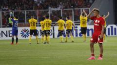 Indosport - Bruno Matos tertunduk lesu usai dikalahkan Ceres Negros dengan skor 3-2. Herry Ibrahim/INDOSPORT