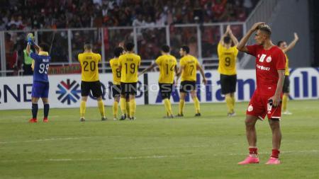 Bruno Matos tertunduk lesu usai dikalahkan Ceres Negros dengan skor 3-2. Herry Ibrahim/INDOSPORT - INDOSPORT