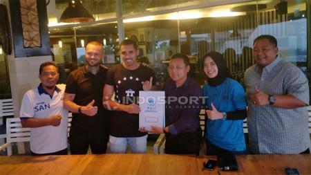 Pengenalan Patrick Silva Mota sebagai pemain baru PSIS Semarang sore ini. Foto: Ronald Seger Prabowo/INDOSPORT - INDOSPORT