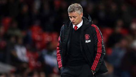 Wajah lesu Ole Gunnar Solskjaer pelatih Man United usai dipermalukan Man City dengan skor 2-0 di Old Trafford pada 24 April 2019. Catherine Ivill/Getty Images