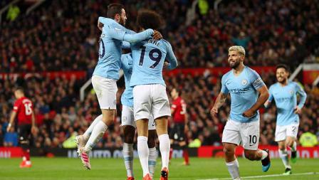Leroy Sane melakukan selebrasi bersama Bernardo Silva dan Raheem Sterling di Old Trafford pada 24 April 2019. Catherine Ivill/Getty Images