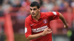 Indosport - Salim Kerkar saat berseragam Charlton Athletic. Nigel French - EMPICS/PA Images via Getty Images